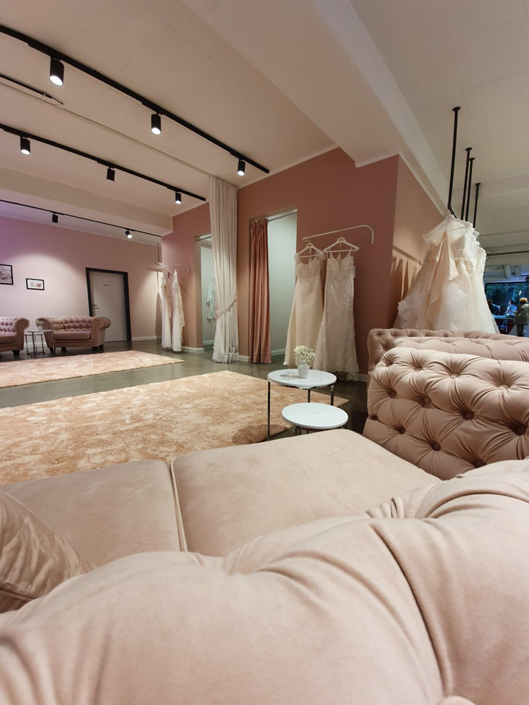 Das Bild zeigt die Räumlichkeiten vo L'Amour Brautmoden
