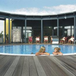 Das Bild zeigt einen Pool