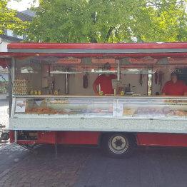 Auf den Bild ist der Wochenmarktstand von Herchenbach zu sehen