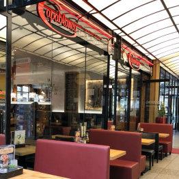 Das Bild zeigt den Restaurantbereich des Café Capablanca in Siegburg in der Marktpassage