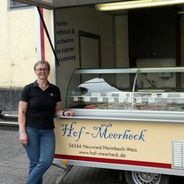 Auf den Bild ist der Wochenmarktstand von Hof Meerheck zu sehen