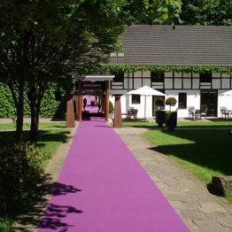 Das Bild zeigt den Klosterhof Seligenthal