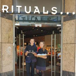Das Bild zeigt den Eingangsbereich der Rituals Filiale in Siegburg