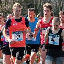 Das Bild zeigt Sportler des LAZ Puma Rhein-Sieg beim 10 Kilometer Bayerlauf