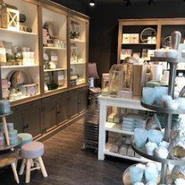 Das Bild zeigt den Verkaufsraum vom Absolut Designhaus