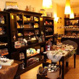 Das Bild zeigt den Verkaufsraum von Tout Chocolat