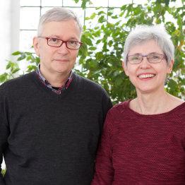 Das Bild zeigt Wolfgang und Petra Scharwächter von der GDT Heilpraktikerschule