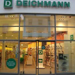 Das Bid zeigt den Eingang von Deichmann in Siegburg