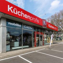 """Das Bild zeigt das Siegburger Küchenstudio """"Meine Küchenprofis"""" von außen"""