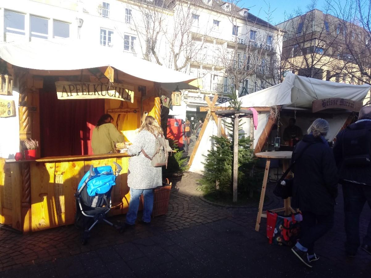 Apfelküchlestand von Volker Schäfer auf dem Weihnachtsmarkt