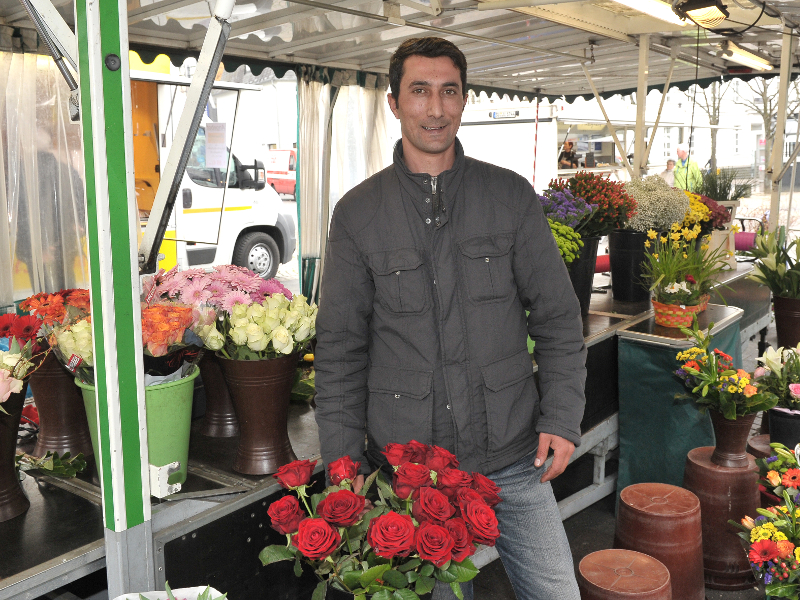 Auf dem Bild sieht man Gürkan Dural vor seinem Stand